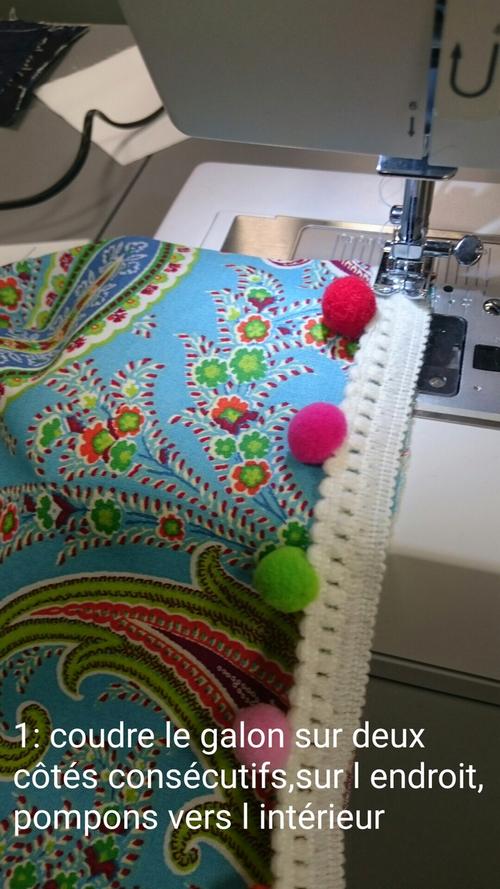 foulard pompons