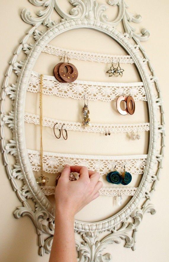 Tableau pour ranger ces bijoux.