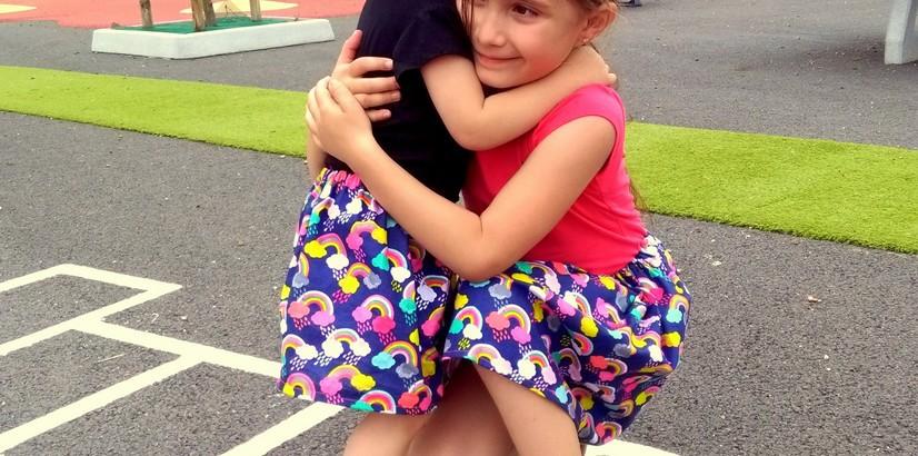 Jupe facile pour fille le tuto de lili joue maman bricole - Tuto jupe facile elastique ...