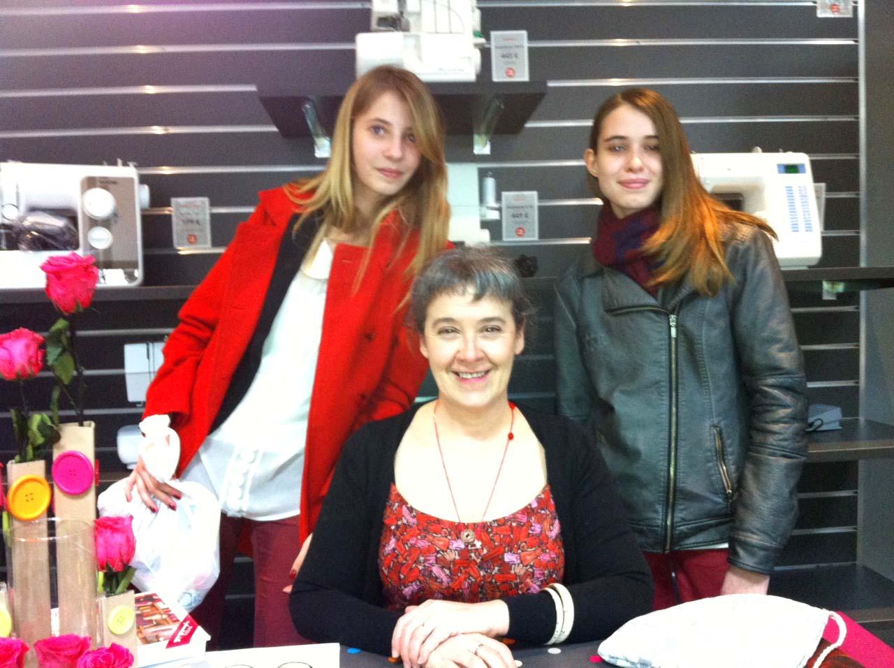 Séance de dédicaces de Carmen pour l'ouverture du magasin d'Ancenis