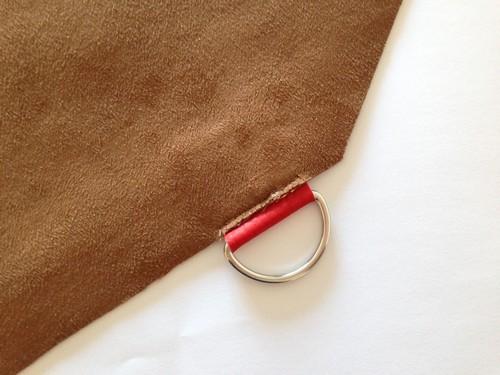 coudre l'anneau demi rond a la doublure suedine