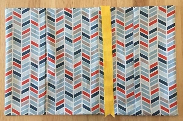 repasser protege cahier en tissu